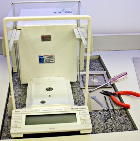 Manutenção de balanças de laboratório